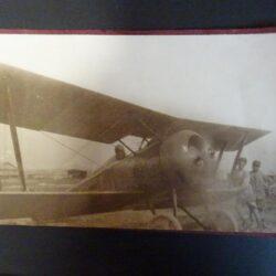 Cartolina raffigurazione aereo con pilota a bordo