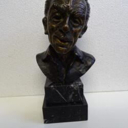 Scultura in bronzo De Filippo artista Antonio Januario